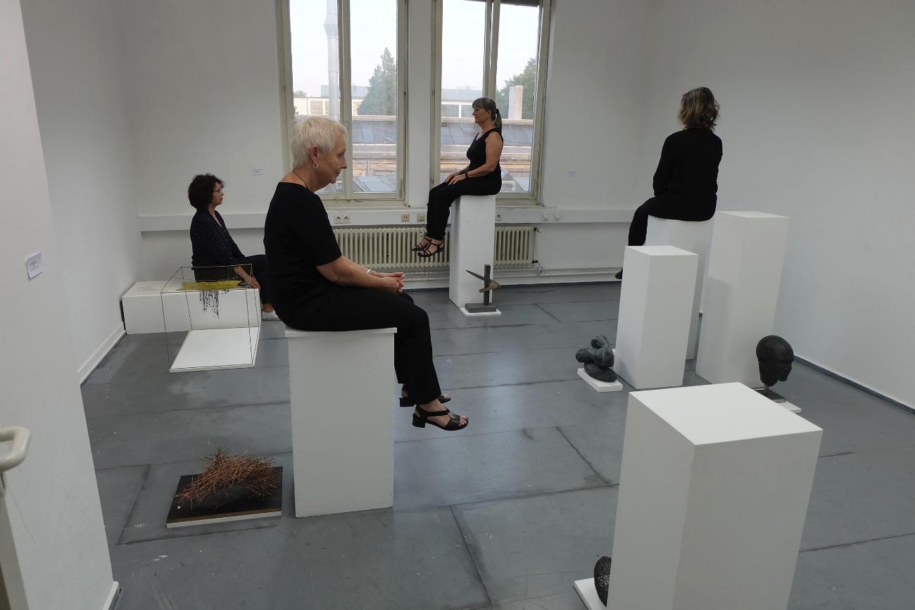 Kunstakademie Esslingen, Ausstellung Bildhauerklasse, Sockellos
